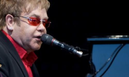 Sanremo, spot pro coppie gay Ecco Elton John con il marito