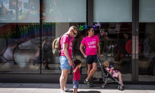 """Famiglie LGBT, nuovo studio conferma: """"Nessuna differenza con le coppie eterosessuali"""""""