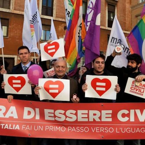 """Unioni civili, l'appello di Arcigay: """"Il Parlamento non umili ancora gay e lesbiche"""""""