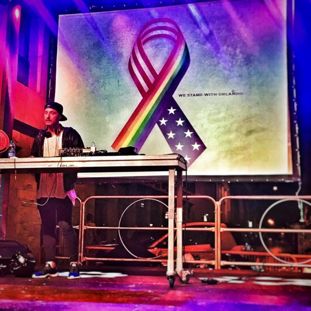 romapride2016 ricorda le vittime di Orlando westandwithorlando